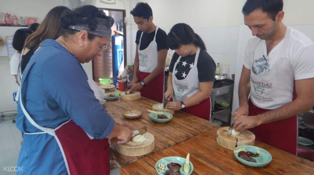 học nấu ăn Baan Thai là một trong những phương pháp du lịch Chiang Mai tiết kiệm