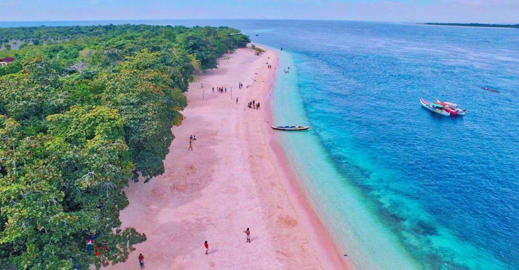 một trong những bãi biển đẹp ở philippines tọa lạc tại đảo santa cruz