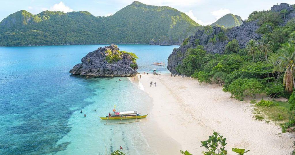 camaraon là một bãi biển đẹp ở philippines