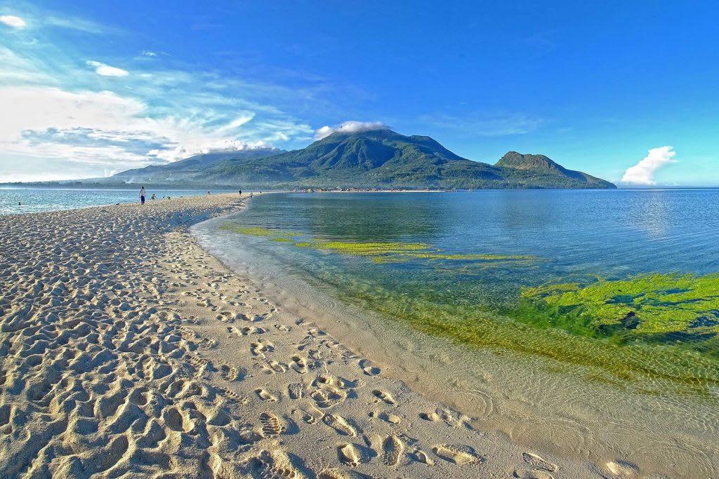 đảo camiguin có một trong những bãi biển đẹp nhất ở philippines