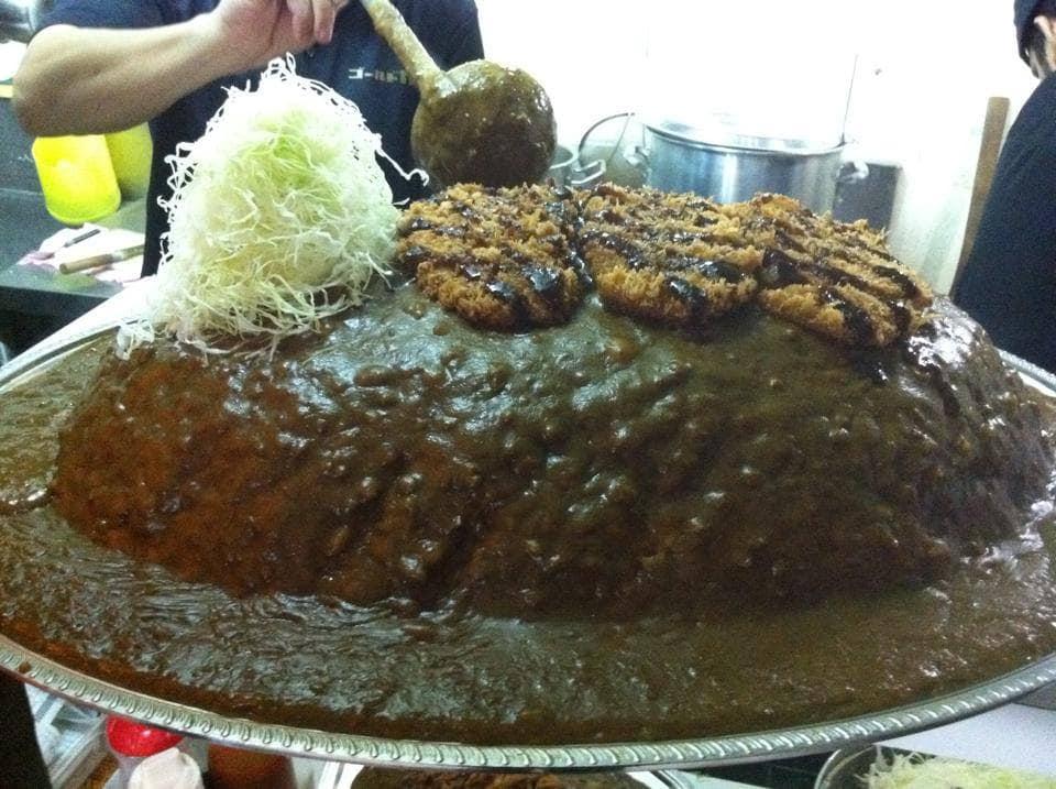 một trong những món ăn thái lan nên thử là cà ri khổng lồ