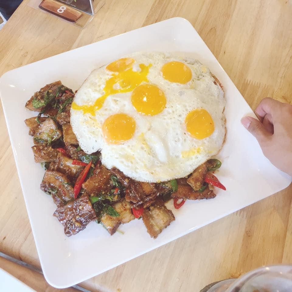 cơm trộn cỡ bự là món ăn thái lan nên thử