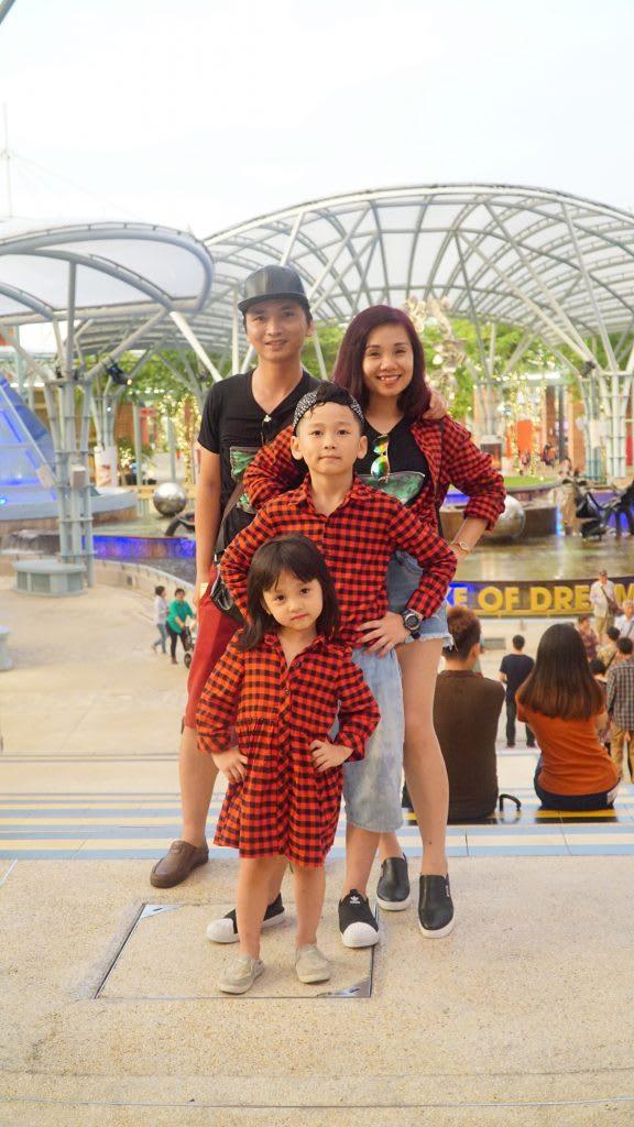 Lịch trình du lịch tự túc Singapore 4 ngày cho gia đình: chụp hình ở sentosa