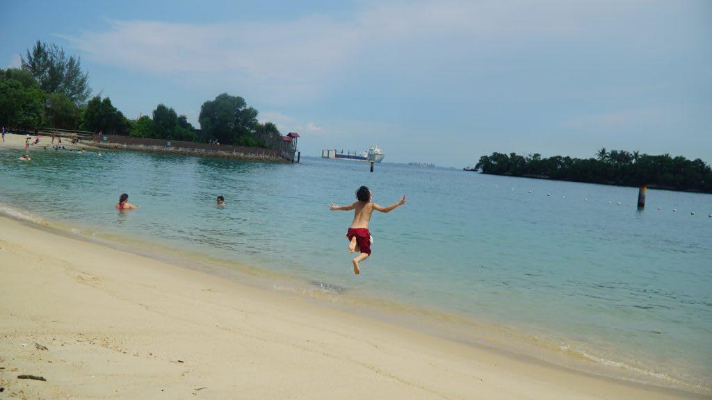 Lịch trình du lịch tự túc Singapore 4 ngày cho gia đình: tắm biển ở sentosa