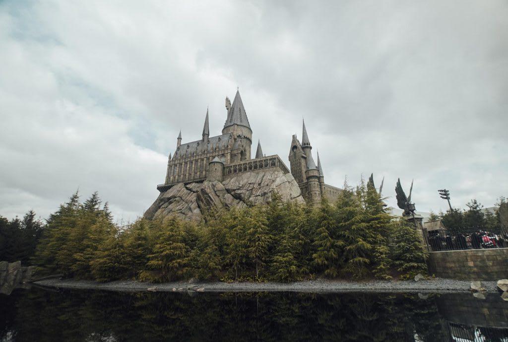 lâu đày hogwarts tại universal studios japan là một địa điểm du lịch harry potter