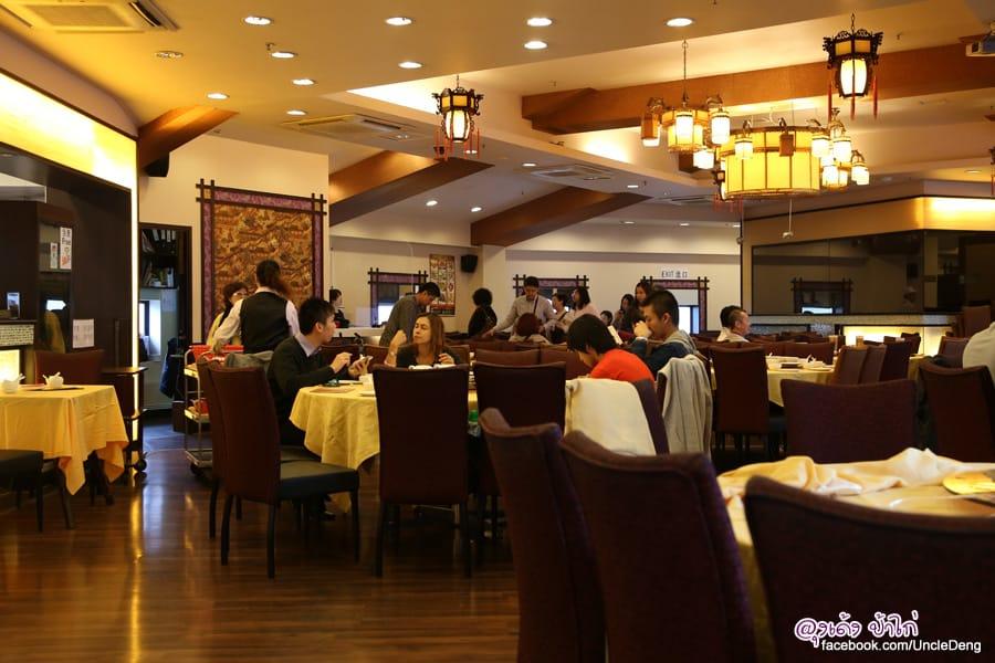 ăn tại nhà hàng ngong ping garden trong chuyến đi khám phá ngong ping 360