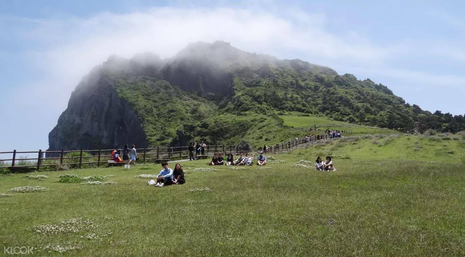 địa điểm tham quan ở đảo jeju: seongsan sunrise peak