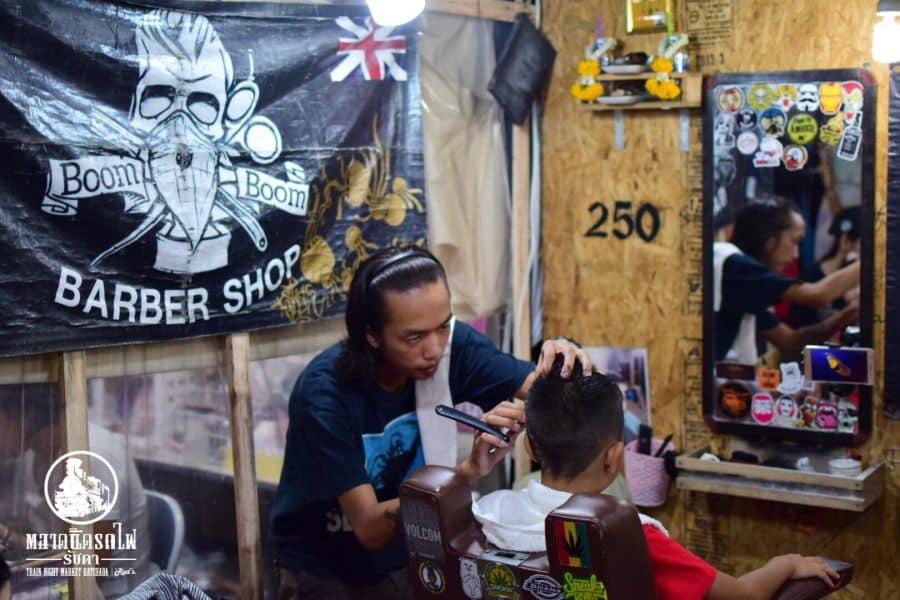 chợ talad rot fai 2 là một trong những khu chợ đường phố ở bangkok