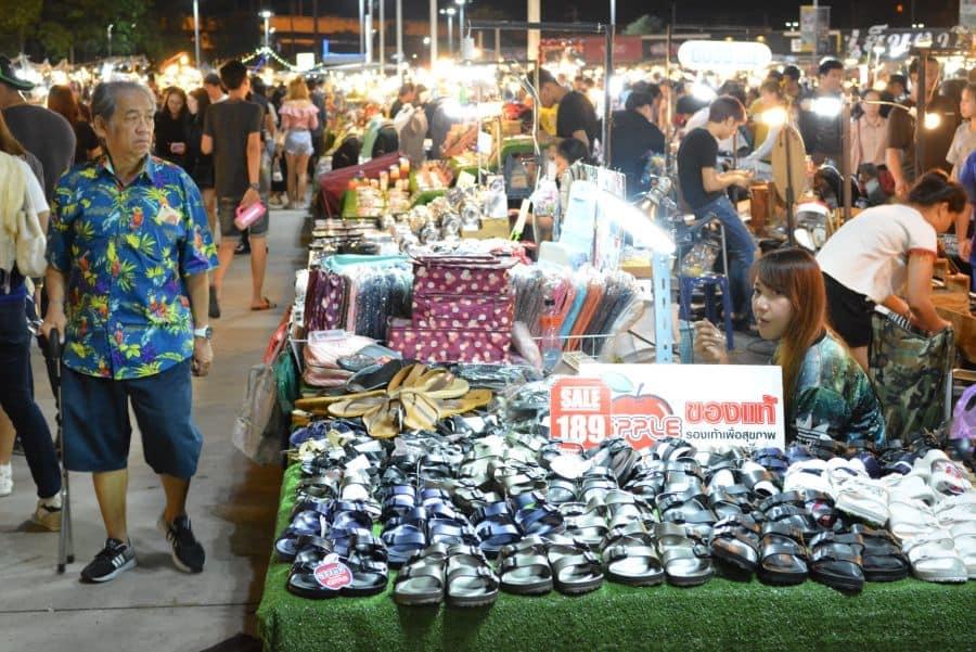 chợ đêm hua mum là một trong những khu chợ đường phố ở bangkok