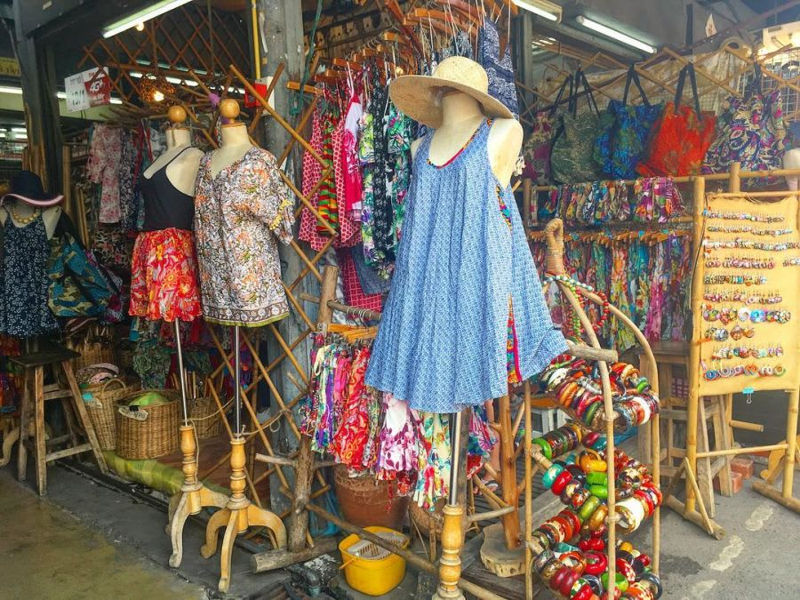 mua sắm tại chợ chatuchak - một trong những khu chợ đường phố ở bangkok