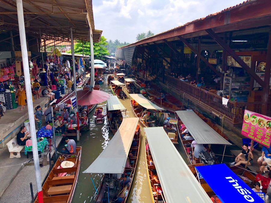 mua sắm tại chợ nổi damnoen saduak, một trong những khu chợ đường phố ở bangkok