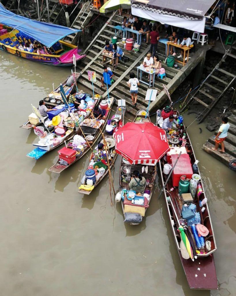 chợ nổi amphawa là một trong những khu chợ đường phố ở bangkok