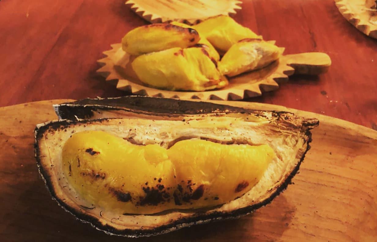 món sầu riêng nướng than tại double durian singapore