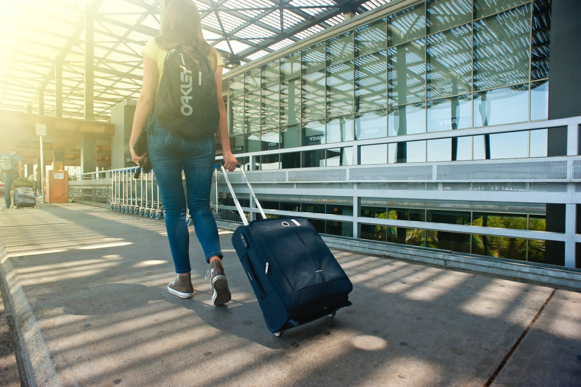 du lịch thái lan một mình cho bạn nữ: sử dụng dịch vụ đưa đón tại sân bay