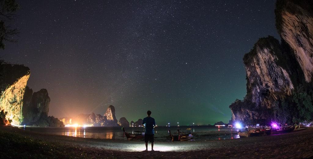 du lịch thái lan một mình cho bạn nữ: bãi biển về đêm