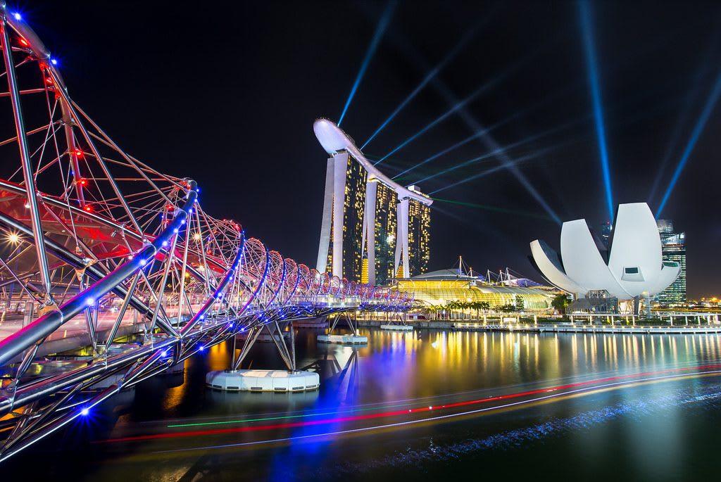 điểm đến cho các cặp đôi ở Singapore: nhạc nước tại marina bay sands