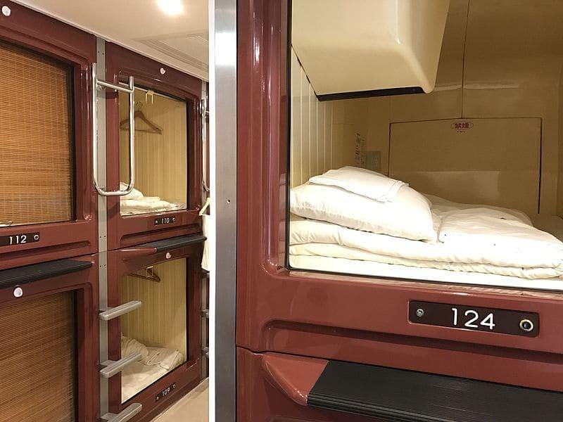 capsule hotel là phương án thay thế airbnb ở nhật bản