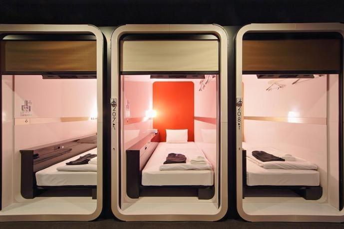 capsule hotel first cabin hạng thương gia là phương án thay thế airbnb ở nhật bản