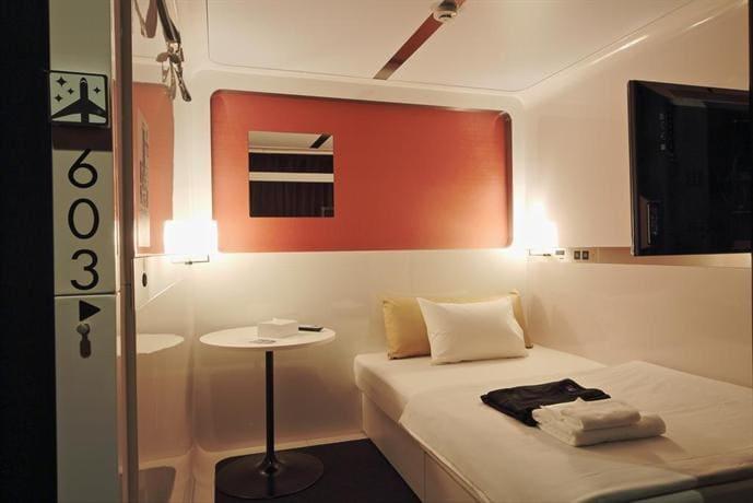 capsule hotel first cabin hạng cao cấp là phương án thay thế airbnb ở nhật bản