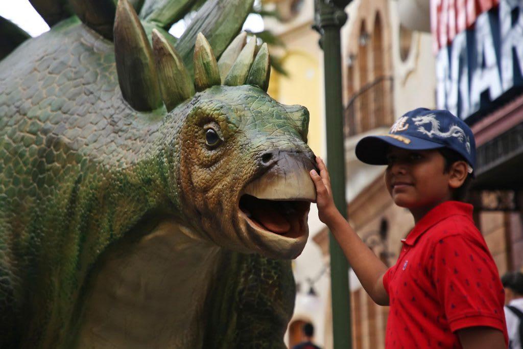 Jurassic World đã đổ bộ vào Universal Studios Singapore: chụp hình với khủng long