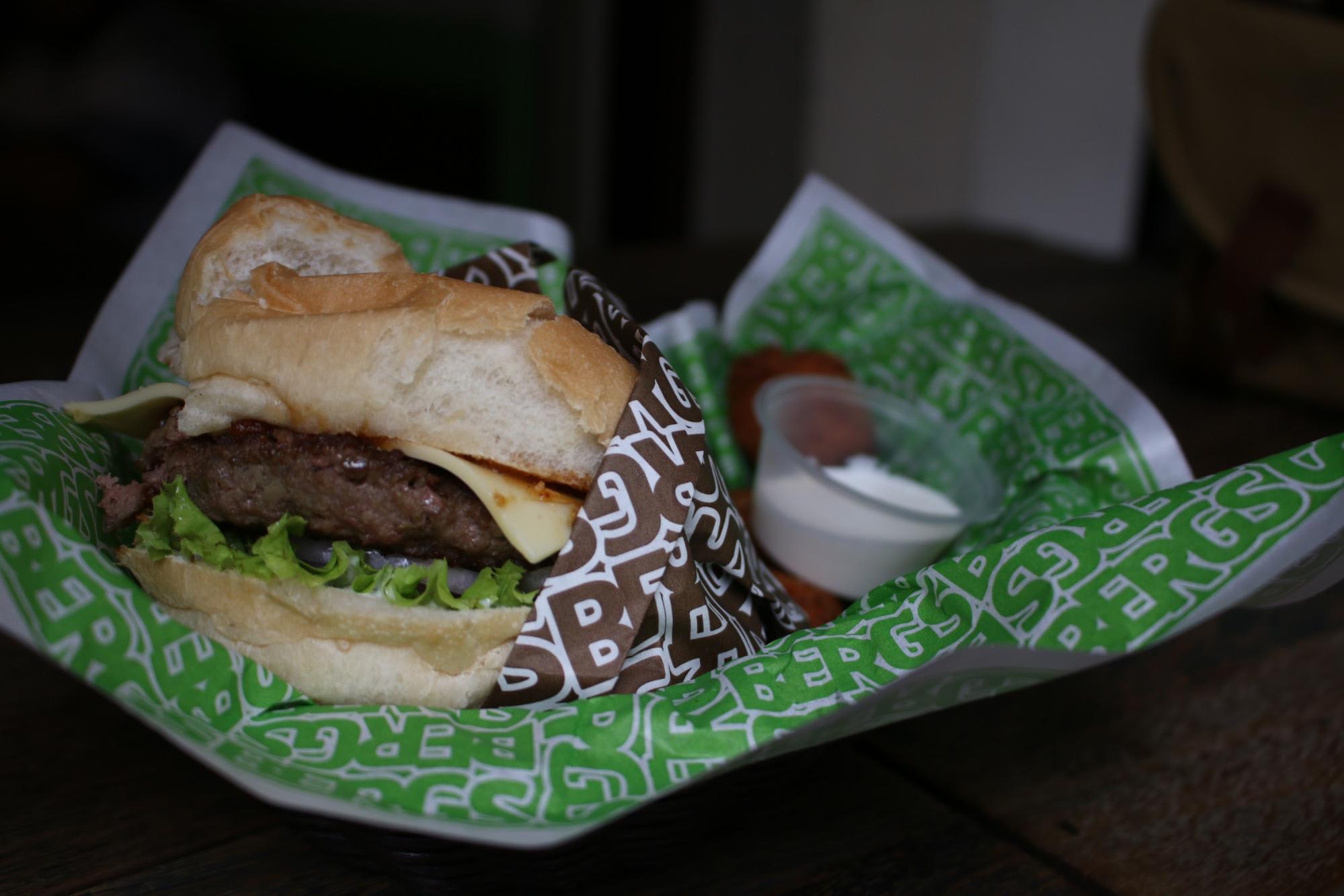 Khám phá Haji Lane: bergs gourmet burger
