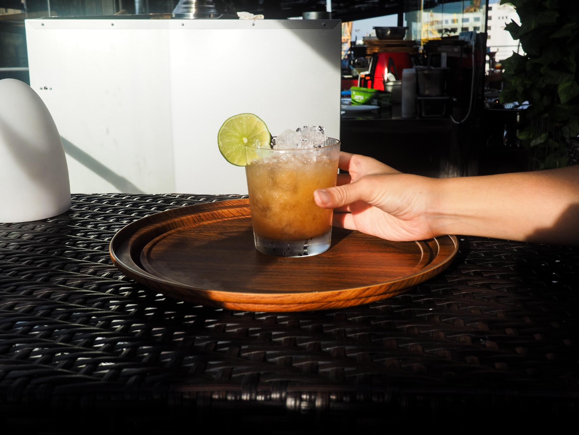 cocktail tại propeller bar: a date at isle of sky