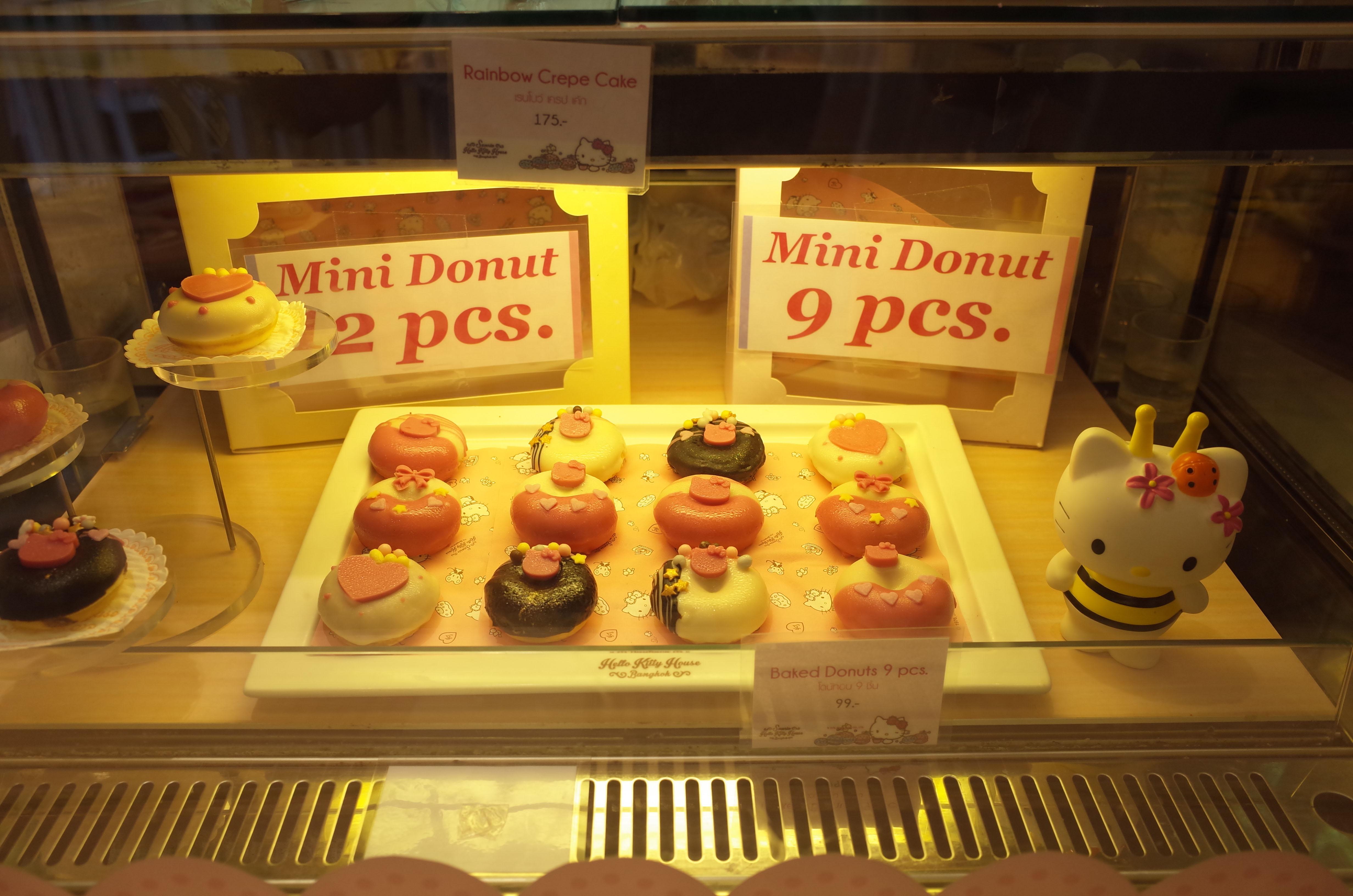 bánh cupcake tại hello kitty house