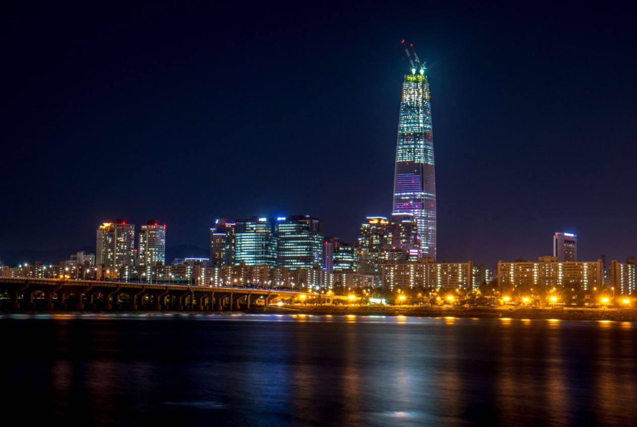 tháp lotte world về đêm