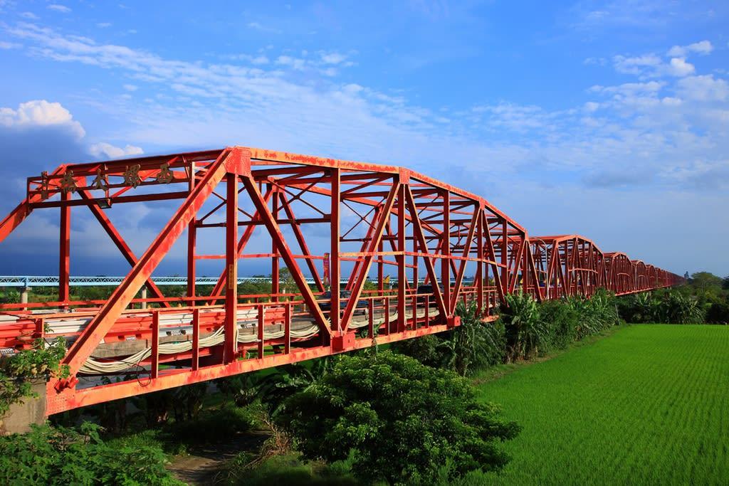 cầu xilou nhìn từ xa