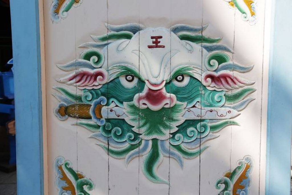 chạm khắc sư tử ở nhà cổ haishan