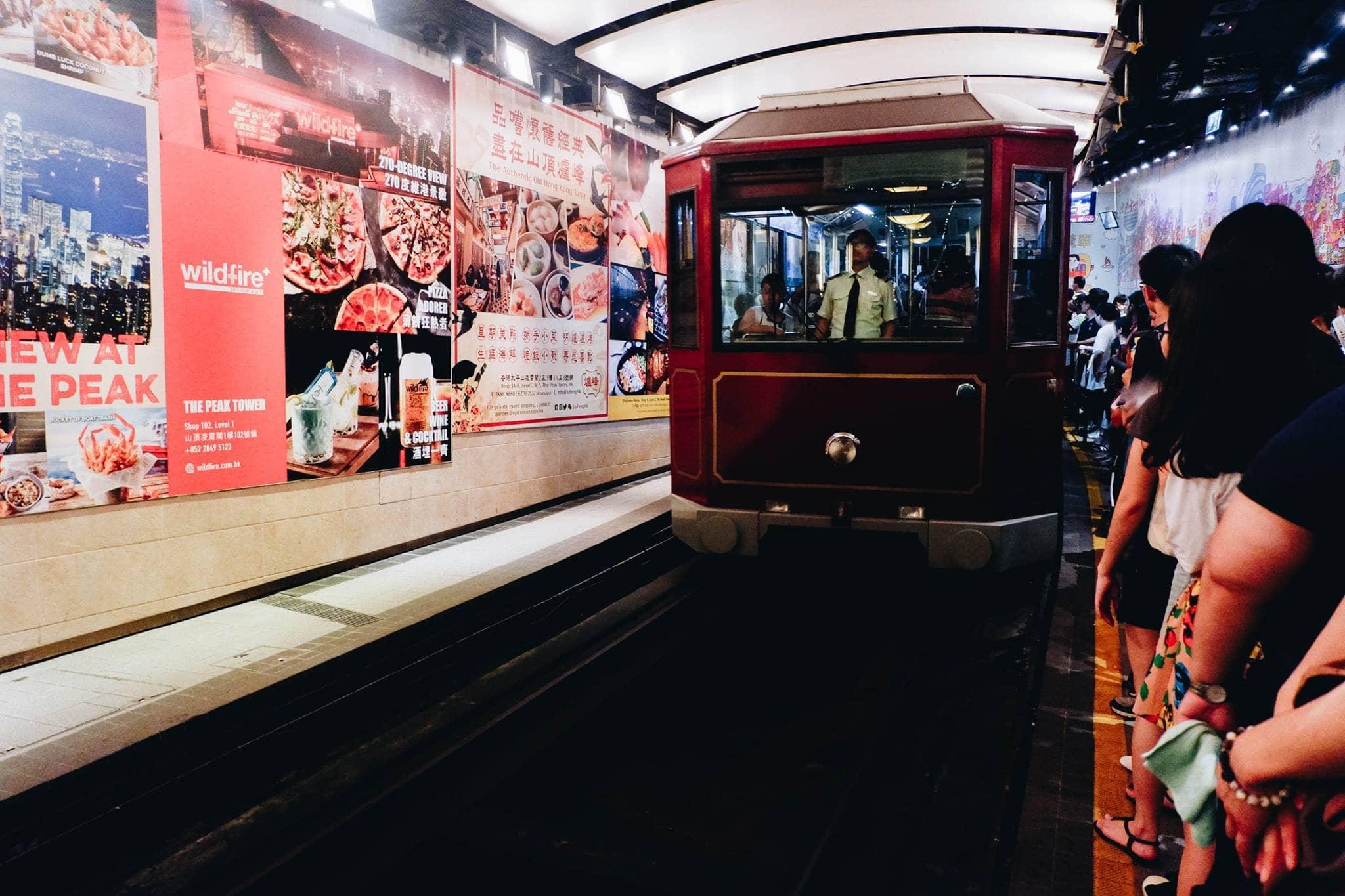 xe điện lên peak tram