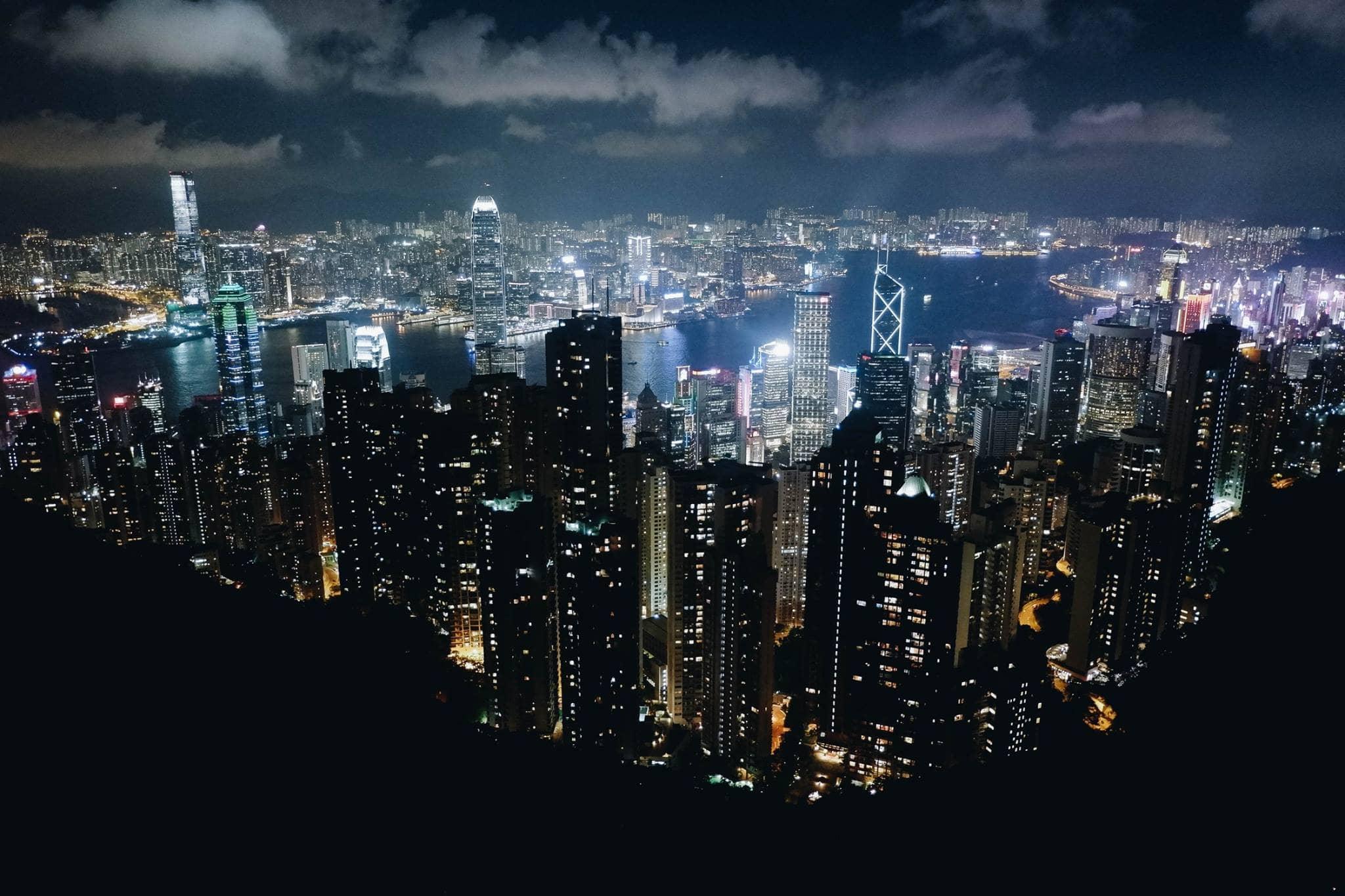 cảnh hong kong về đêm từ sky terrace 428