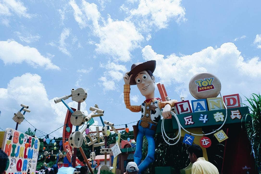 tượng các nhân vật tại hong kong disneyland