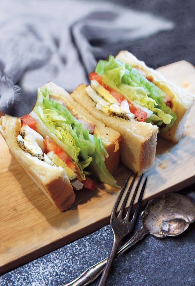 món ngon tại 4 thị trấn nổi tiếng đài loan: sandwich tại izzy cafe