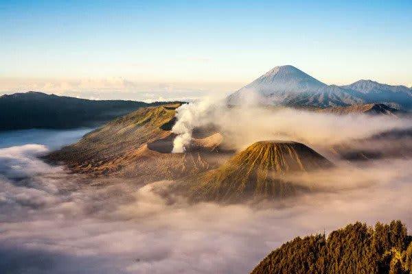 núi lửa đang hoạt động ở indonesia