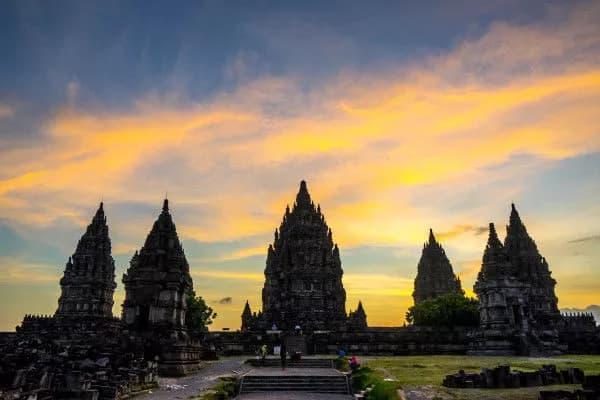 đền prambanan vào buổi chiều tà