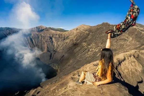 leo lên bách núi nửa ở indonesia