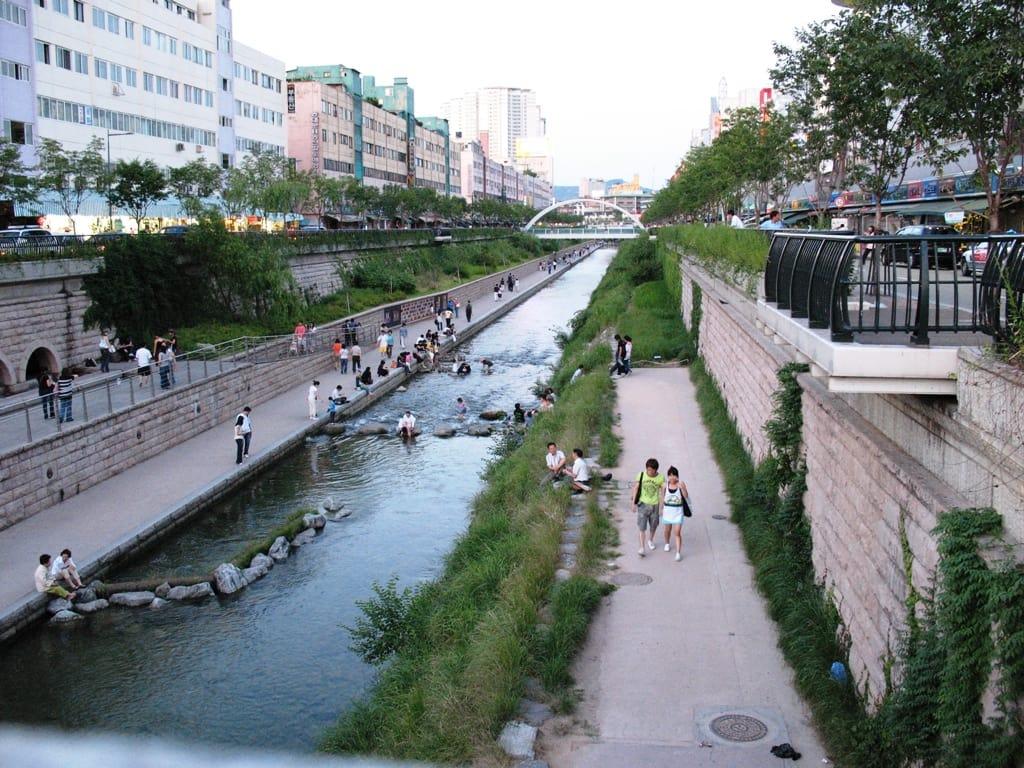suối cheonggyecheon tại trạm joggak