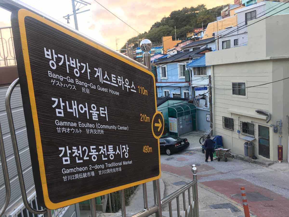 bảng hướng dẫn tại làng văn hóa gamcheon