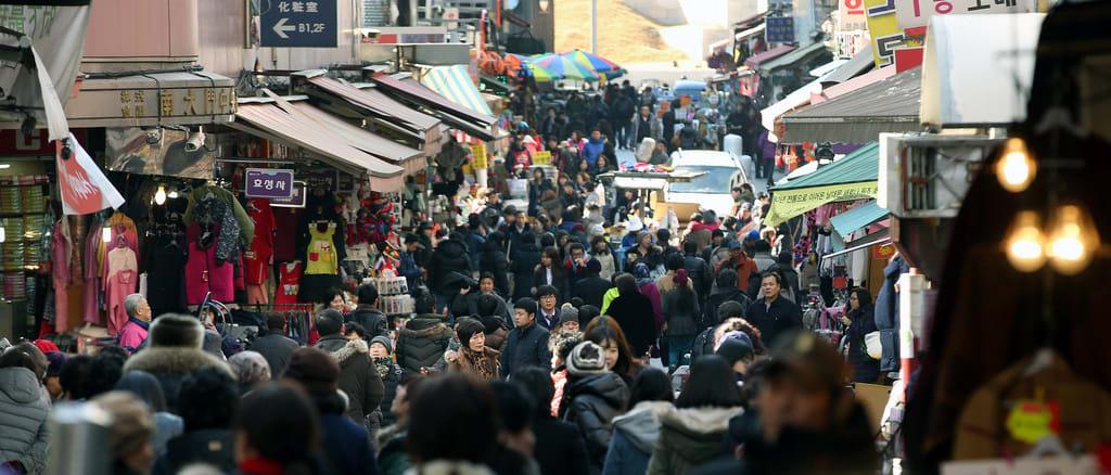 chợ myeongdong là một trong những chợ đêm hàn quốc sôi động