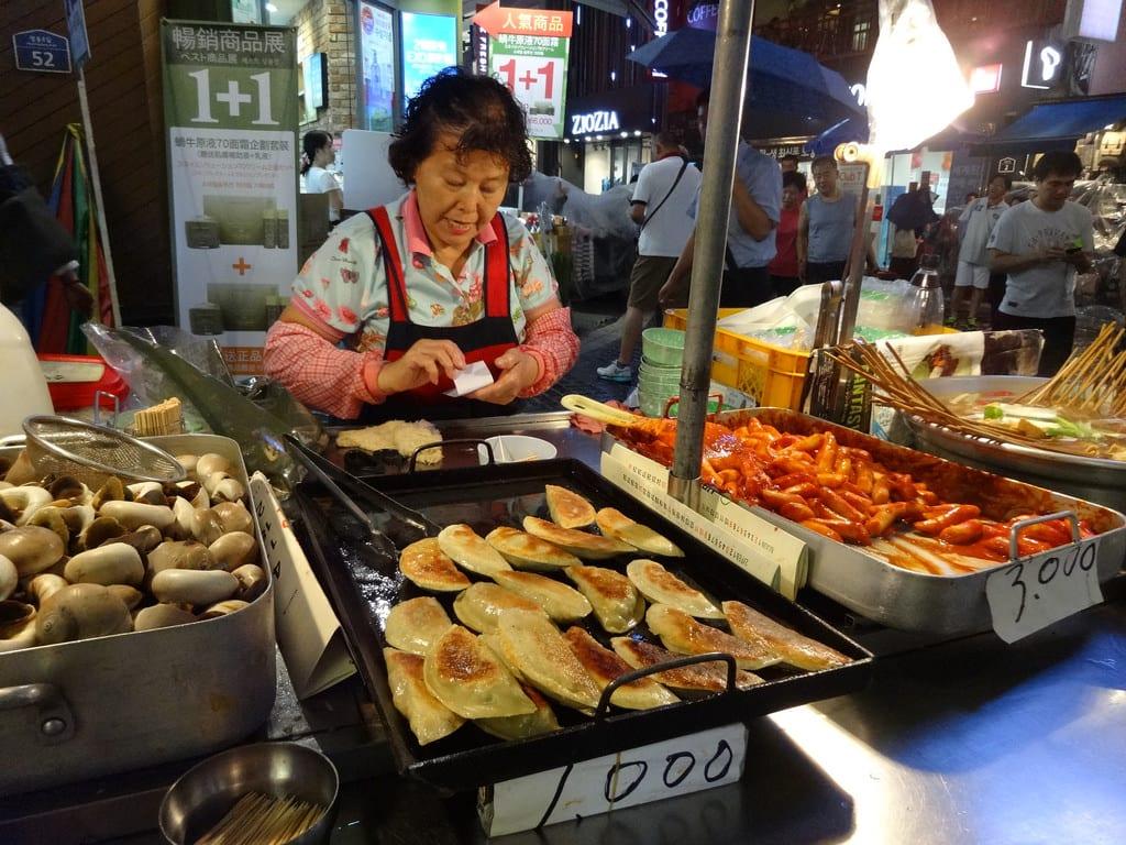 ẩm thực chợ myeongdong