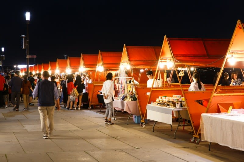 gian hàng đồ ăn tại chợ đêm yeouido