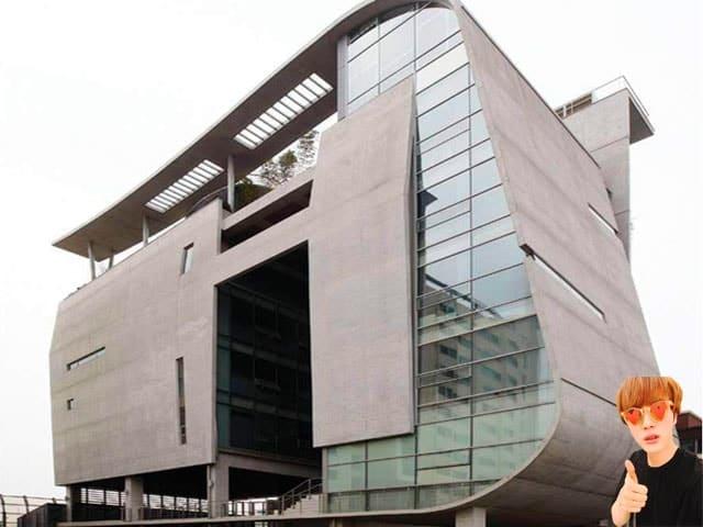 tòa nhà YG Entertainment nhìn từ ngoài vào