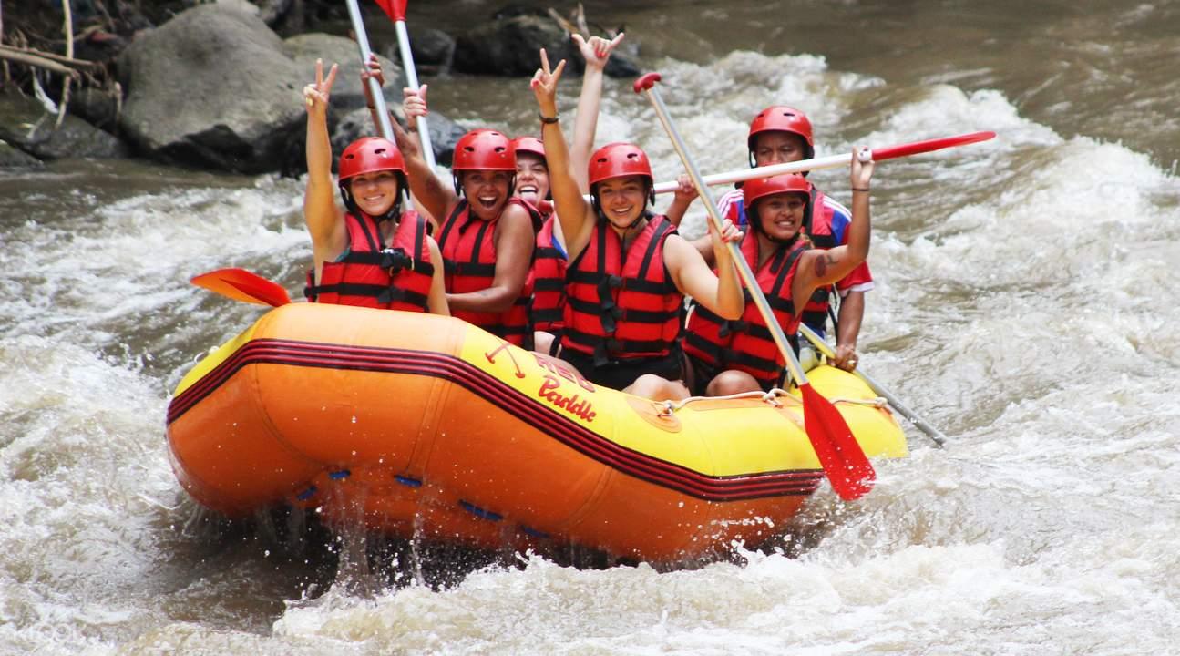 chèo bè vượt thác ayung