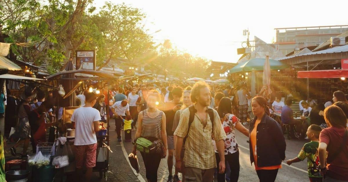 chợ đêm thái lan chatuchak vào buổi chiều