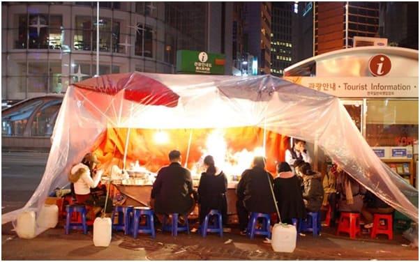 một quán pojangmacha tại ikseon-dong