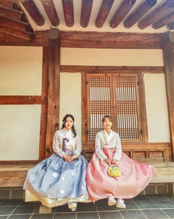 hai cô gái mặc hanbok tại kuminhanbok chabim