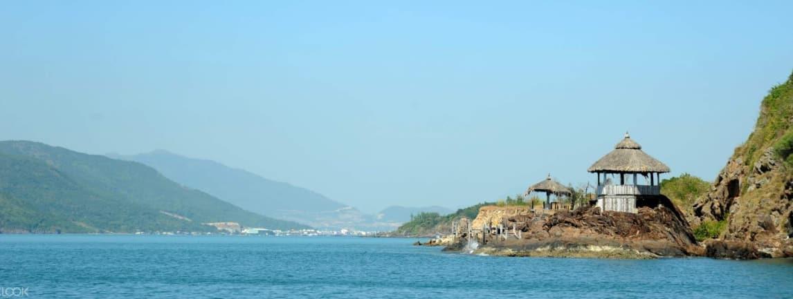 nhà chòi bên biển tại nha trang
