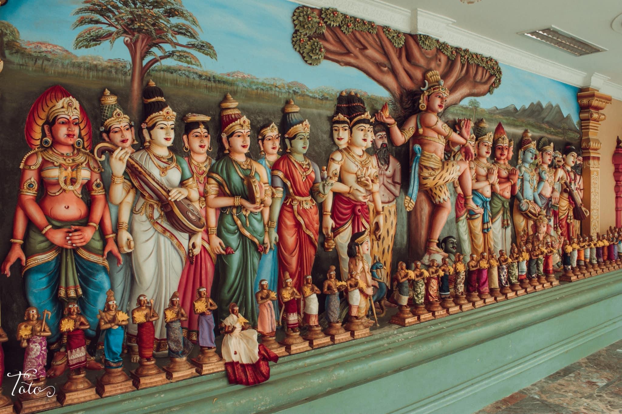 tranh vẽ và tượng bên trong đền sri mahamariamman