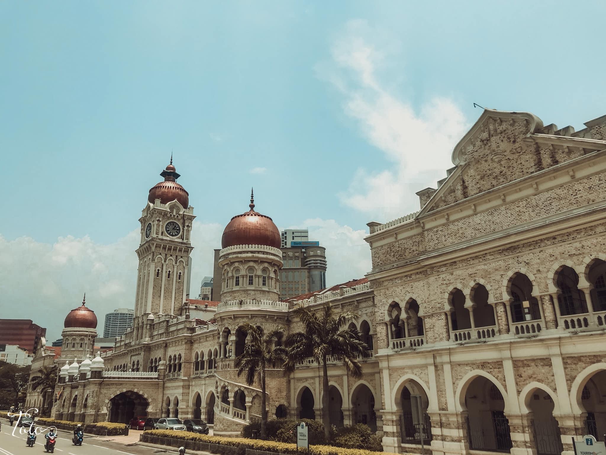 tòa nhà hồi giáo tại quảng trường merdeka